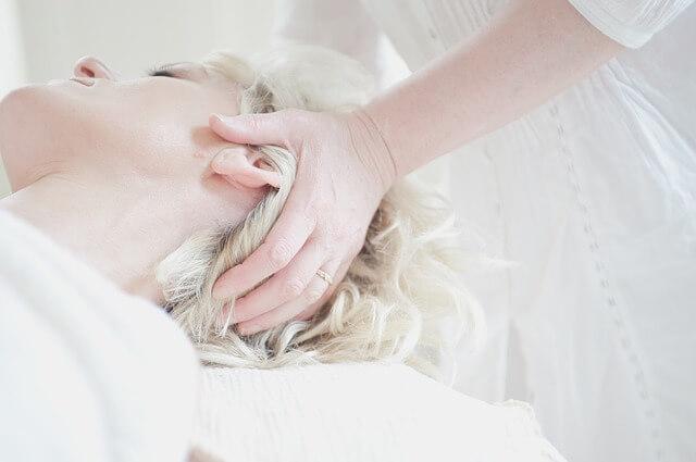 jak zapuścić włosy - masaż